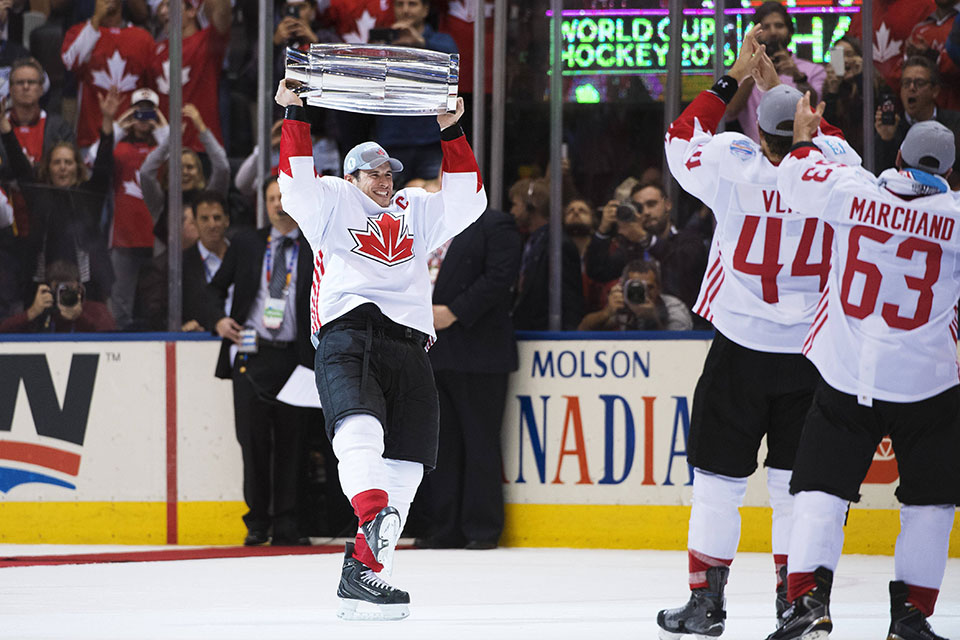 Sidney Crosby mit dem World Cup of Hockey.