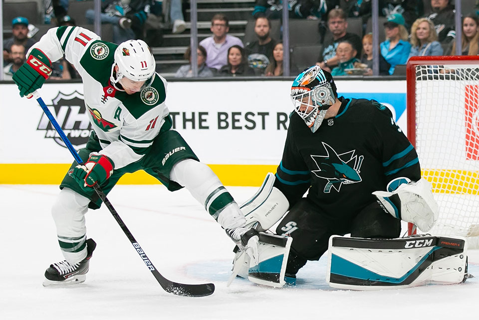 Minnesota Zach Parise gegen San Joses Torwart Martin Jones.